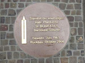 Gedenkplatte Pfarrkirche St. Bonifatius Schüren
